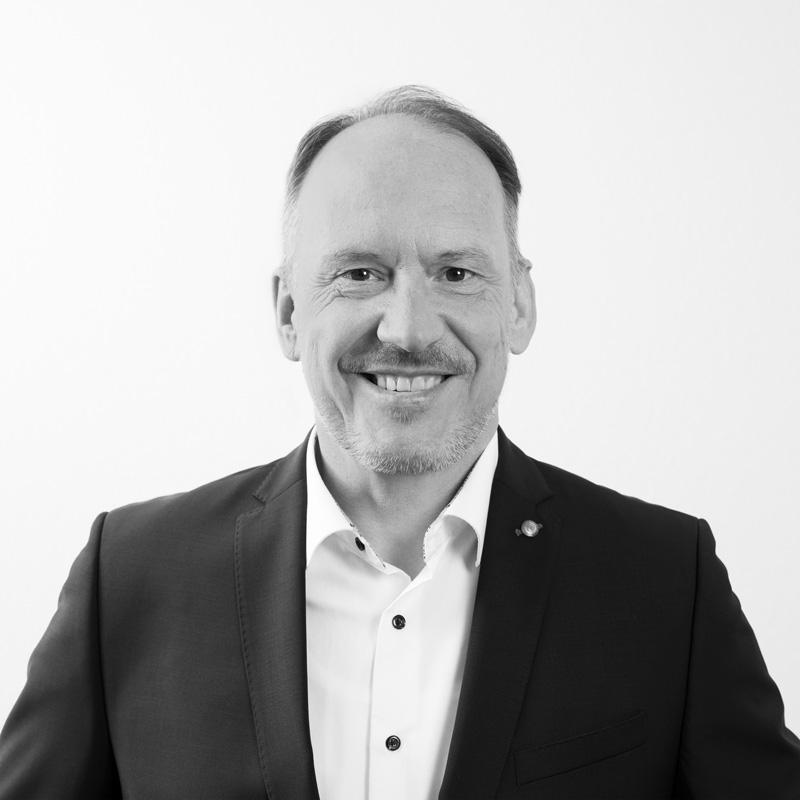 Dr. Bernd Curtius